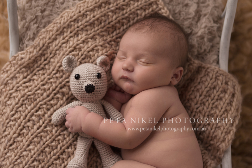 Peta is an award winning and aipp accredited photographer based in southern tasmania book your april may newborn session now to avoid disappointment